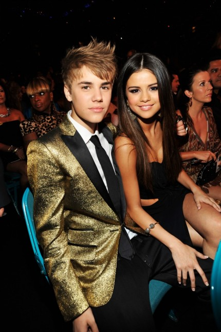 justin bieber and selena gomez billboard awards kiss. After winning an award at the