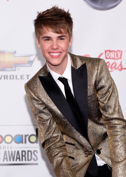 justin bieber selena gomez billboard music awards. girlfriend Selena Gomez showed