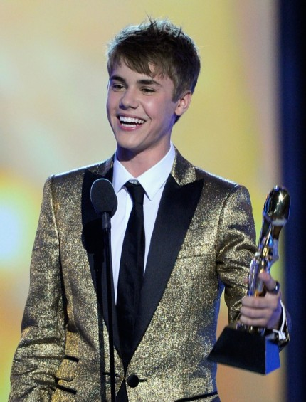 justin bieber and selena gomez 2011 billboard awards. selena gomez 2011 billboard