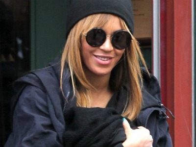 Beyonce Breast Feeds BabyBlue