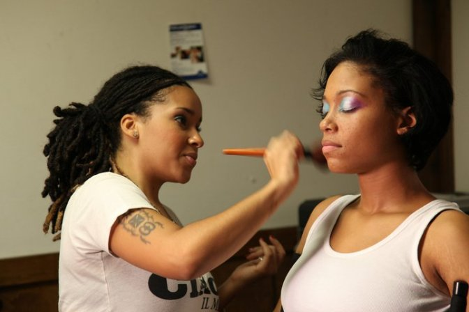 LaTasha applying makeup on model (King Vision Photography)